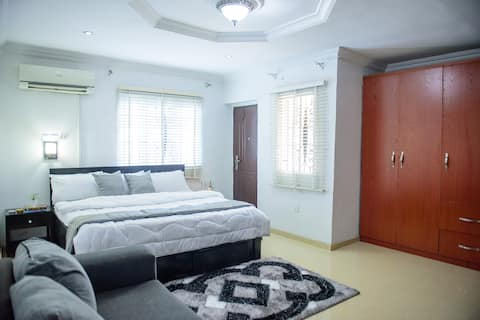 Private Masters Bedroom with Bathroom/Balcony/WIFI
