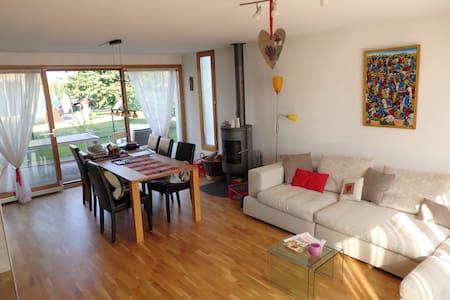 Montreux /Gruyères/Lausanne - Saint-Martin - Rumah