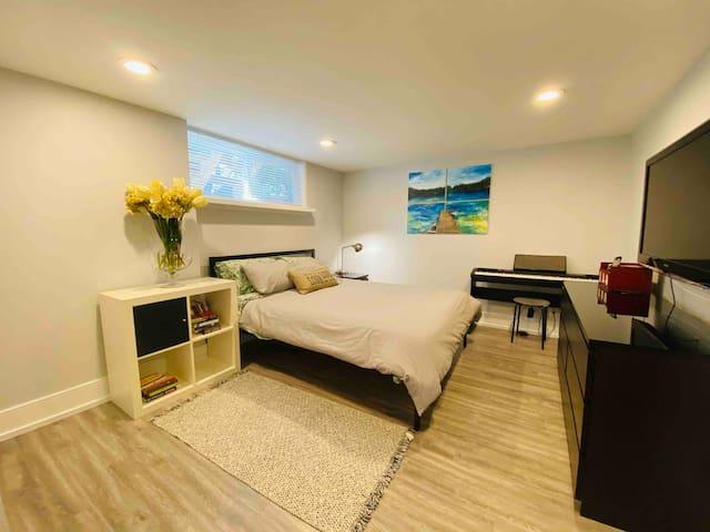 Bright, spacious, private unit in Wexford, Toronto