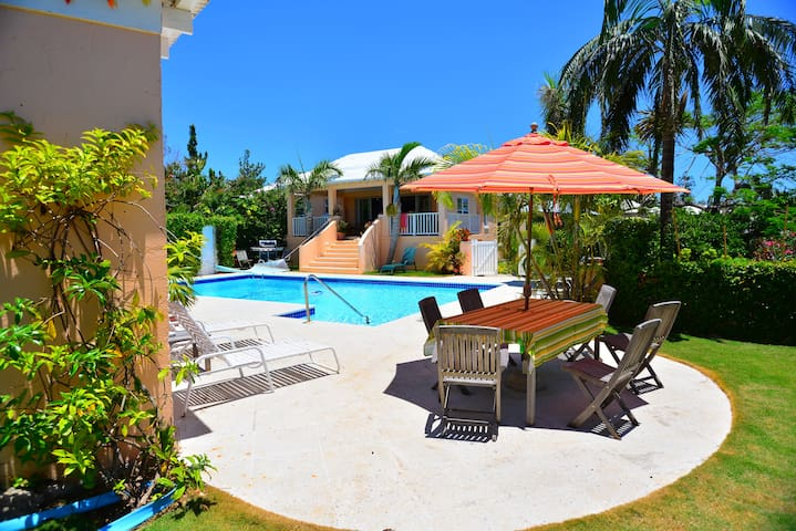 Natalia Pool Cottage,  Bermuda - Warwick - Apartment