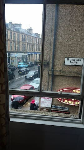 View onto Ruthven lane. Starry Starry night and Hanoi Bike Club & lots of other fab wee shops.