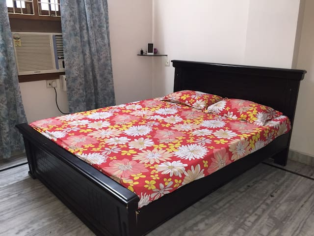 Comfortable bed in a quiet location - Hyderabad - Apartamento