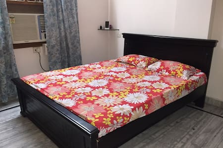 Comfortable bed in a quiet location - Hyderabad - 公寓