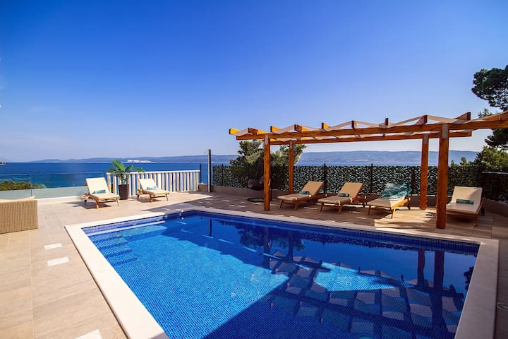 Villa Bakota - only 200m from the sandy beaches, private 28m2 pool