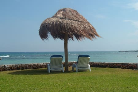 Beachfront Location with 2 Pools - Puerto Aventuras - 公寓