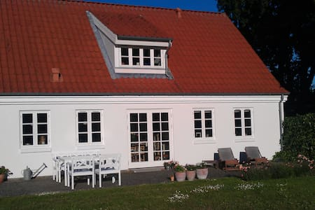Villa nær skov, strand og by - Svendborg