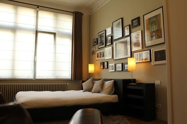 B&B Leopold II - Architect Room - Bruxelles - Bed & Breakfast