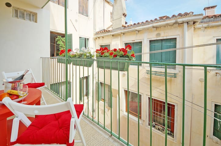 1 Minute of San Marco Square: Terrace, WiFi, A / C