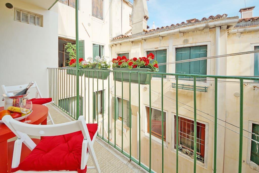 1 minute place san marco terrasse wifi et a c for Appartement san marco design venise