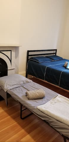 SPACIOUS ROOM STEAL, NEAR EVERYTHING MIDTOWN!