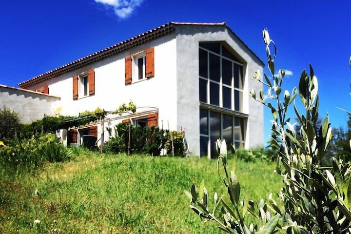Maison d'architecte en Provence, soleil et nature