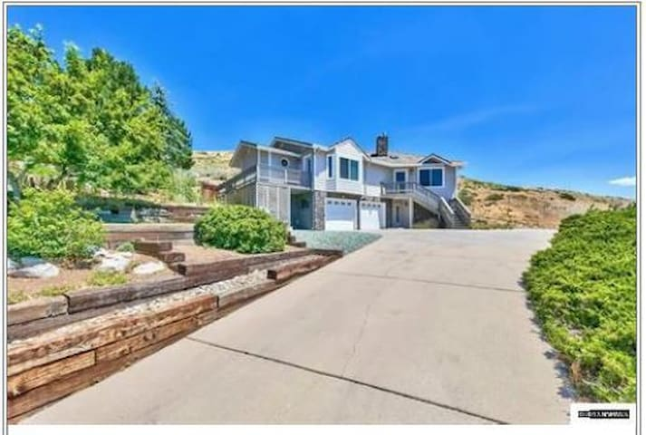 Private Suite in mountainside home in Carson City