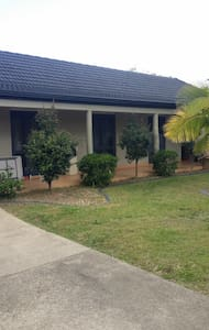 quiet lovely house with nice pool spacious room - Nerang - 独立屋