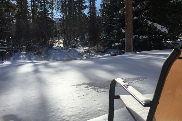 Ski-In - 3 Blocks To Town - Hot Tub - Private Deck