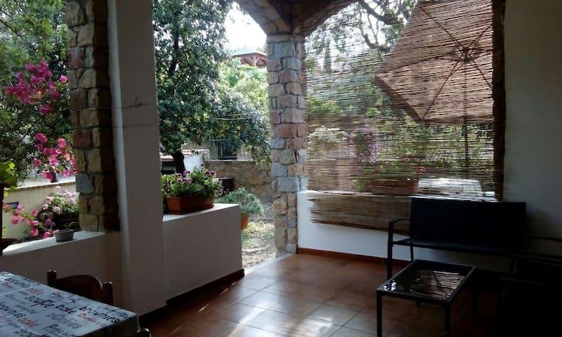 Apartment Mandorlo in villa 80 m from beach