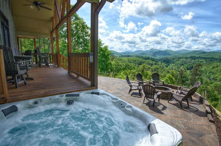 Layers View- Luxury Home in River Community, Huge Views, Hot Tub, Great Fishing!