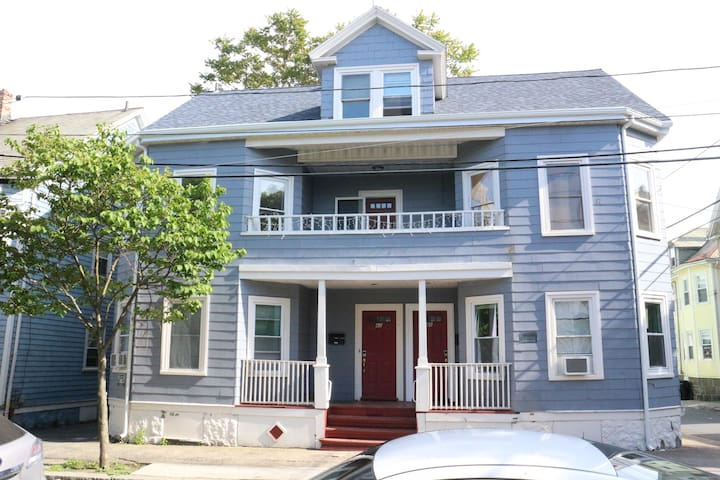 Spacious Recently Renovated 2nd Fl 3-4BR! - Salem - 아파트