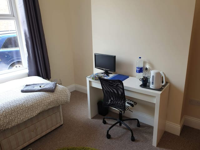 Carlisle Central, Ideal Location. Private Room