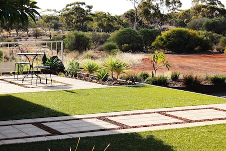 Kalgoorlie's No.1 Outback Bed & Breakfast - Hannans