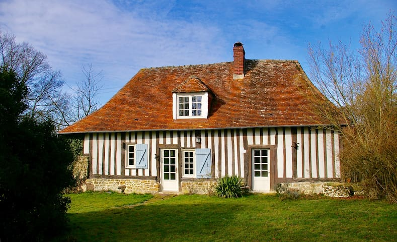 Jolie maison normande rénovée à la campagne - Saint-Jean-de-Livet