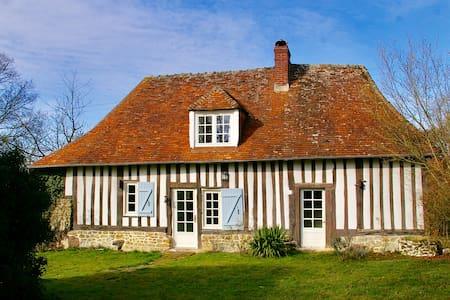 Jolie maison normande rénovée à la campagne - Saint-Jean-de-Livet - บ้าน