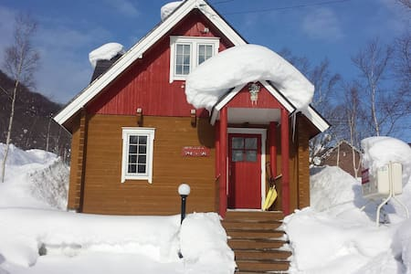 Niseko Red Fox Cottage - Bed & Breakfast