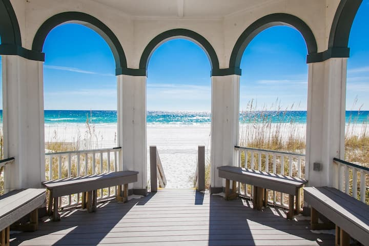 Mojo: Boardwalk to private beach. Sleeps 26.