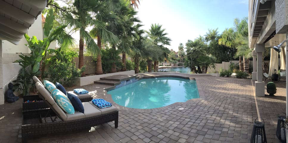 Waterfont tropical oasis - Gilbert - Casa