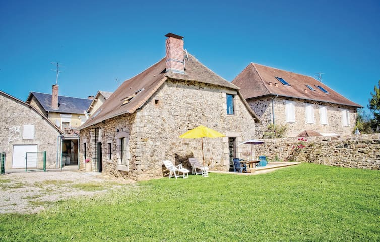Holiday cottage with 3 bedrooms on 150m² in La Porcherie