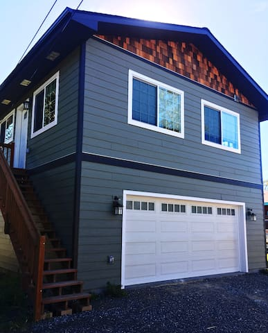 New! 2bd Near Downtown! Right next to Elmendorf!