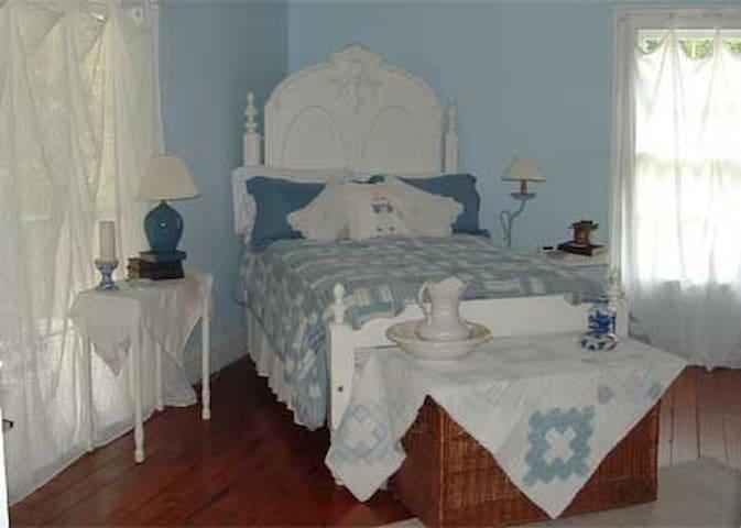 Longwood Larkspur Room