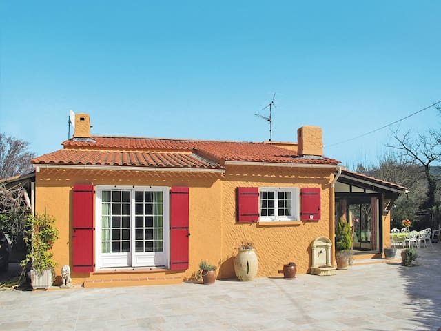 80 m² Holiday home in Forcalqueiret