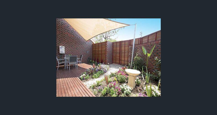 Bayside dreaming, self contained 3 bed townhouse - Sandringham