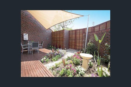 Bayside dreaming, self contained 3 bed townhouse - Sandringham - Townhouse