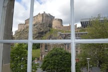 Perfect view of Edinburgh Castle from livingroom window. What a view to wake up to. Breathtaking.