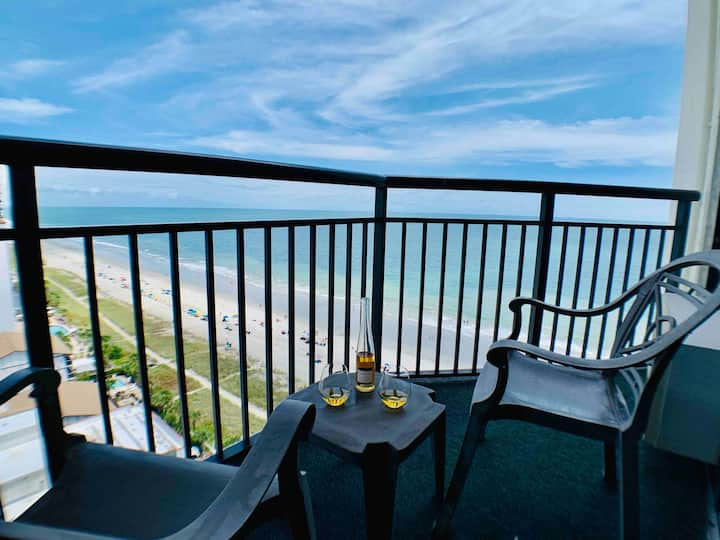 Stunning Oceanview suite, dog friendly, Updated,