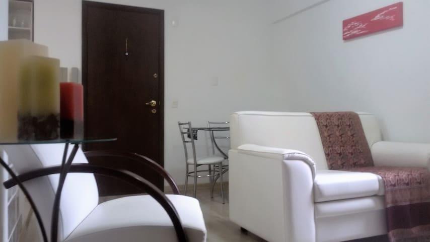 Conforto com excelente localização no centro - Curitiba - Apartament
