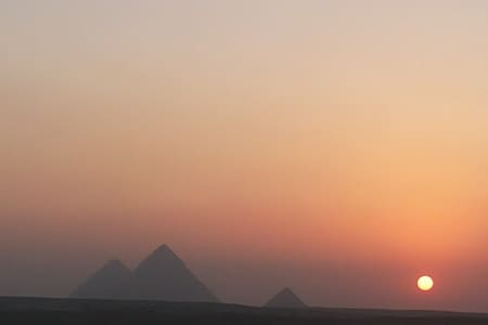 Pyramids view for Family + Guide service/ AC Van. - Ezbet Nafie
