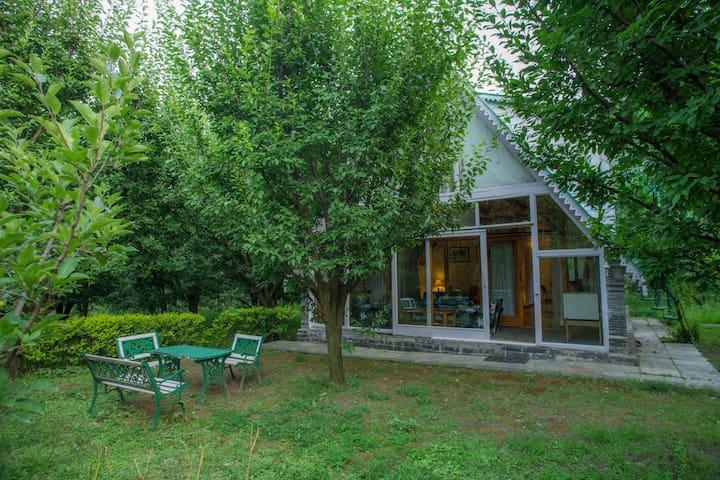 2 BHK Villa in apple orchards w/ Breakfast @Manali