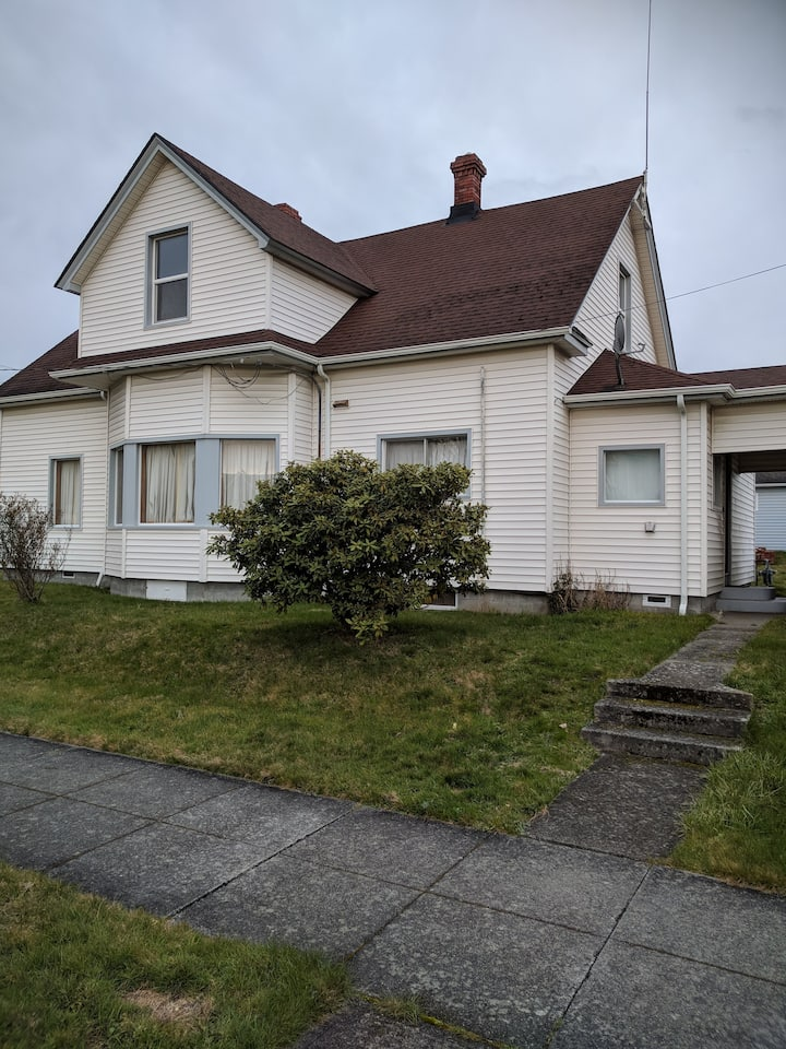 Vintage Anacortes Downtown Home