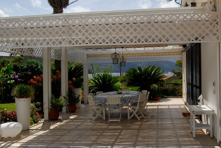 Beautiful villa 50 m from the see