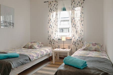Budget Bedroom 30 min from StockholmCity - Jakobsberg - アパート