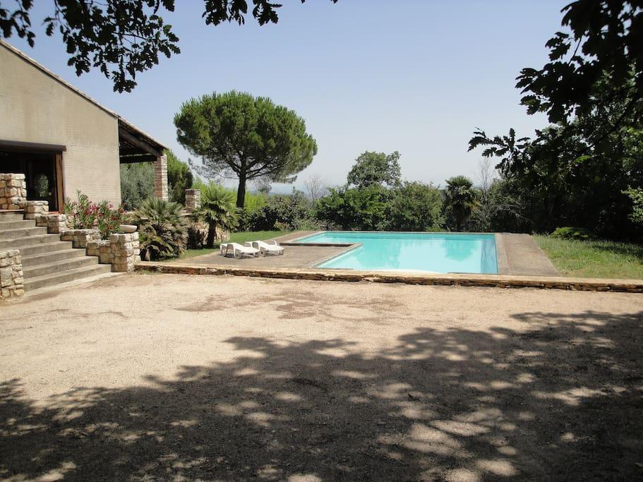 piscine  et terrain de boules