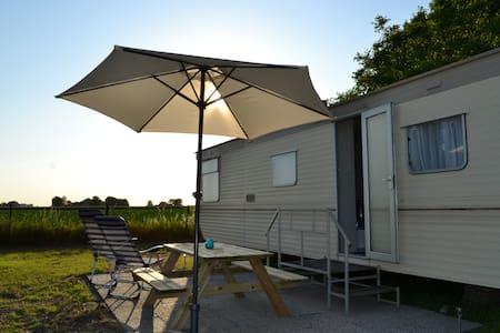 Landelijke sfeer luxe stacaravan - Lewedorp - ที่พักพร้อมอาหารเช้า