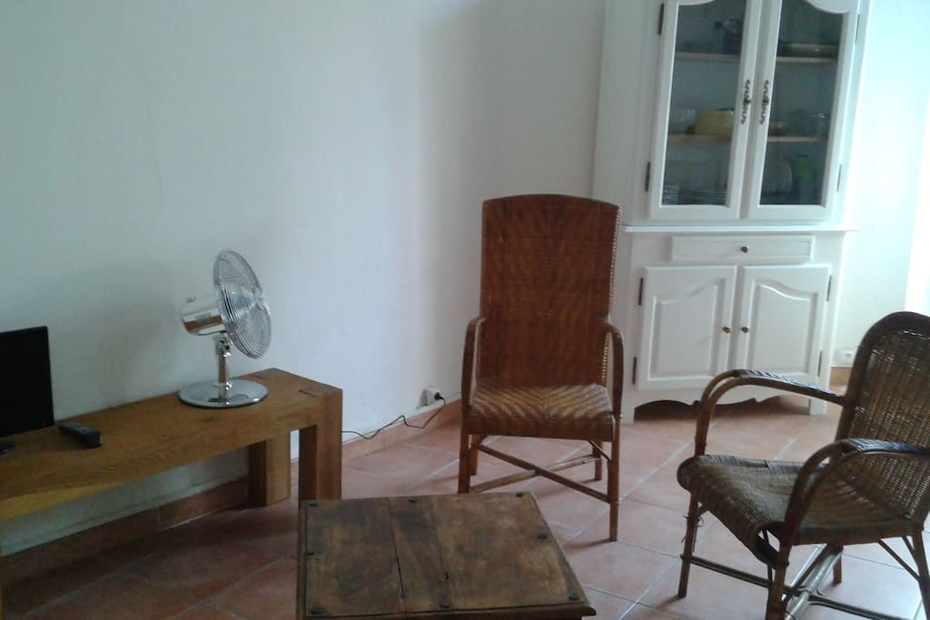 Appart 36 m2 2 me tage intra muros apartments for rent for Appart city avignon