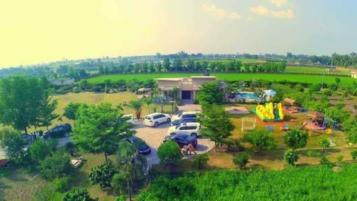 Luxury Farm House 36 kanal 4000sft Resort
