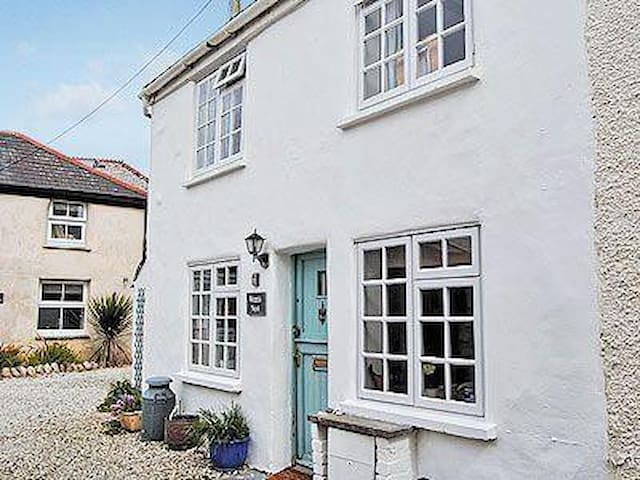 Beachside cottage with parking - Newquay