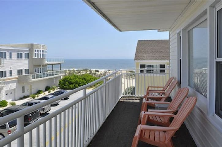 ocean views, 1 block to convention center, 2nd flr - Ocean City - Apartment