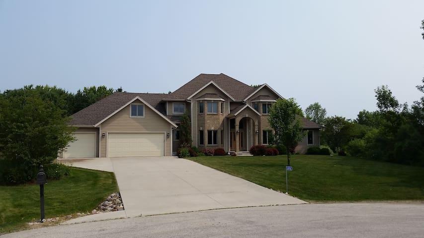 LG Executive Home, Kohler Golf, EAA, Road America - Sheboygan - Casa