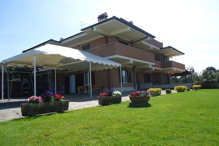 VILLA NELLA CAMPAGNA di  ROMA - Pomezia - Casa de campo